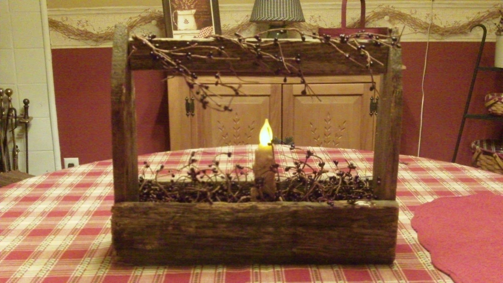 Primitive Christmas Decorating Ideas | Country Home Decorating Ideas    Primitive Toolbox