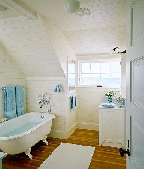 Ideen Badezimmer mit Dachschräge weiße sommerliche look - badezimmer mit schräge