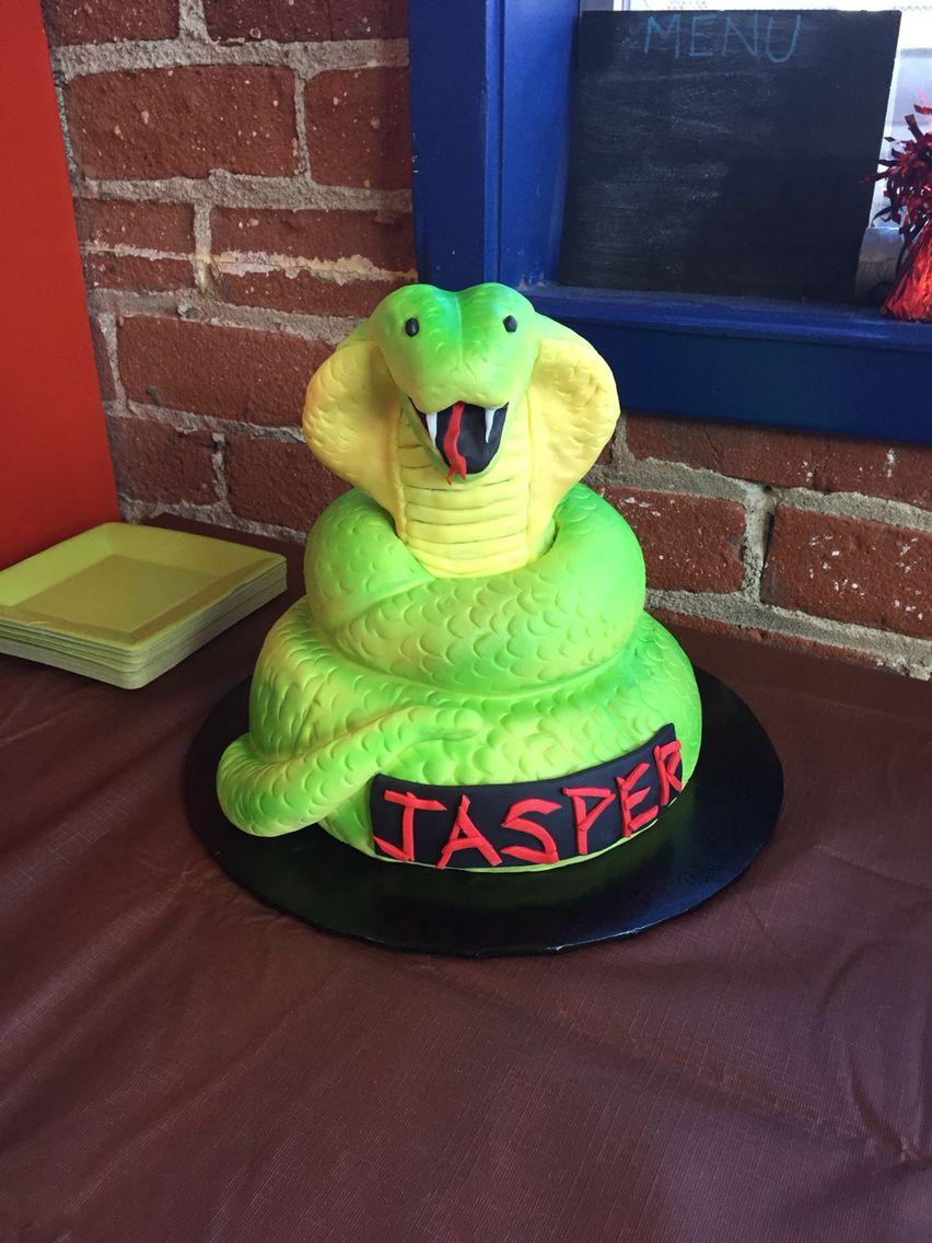 Cobra cake by Tres Sweet