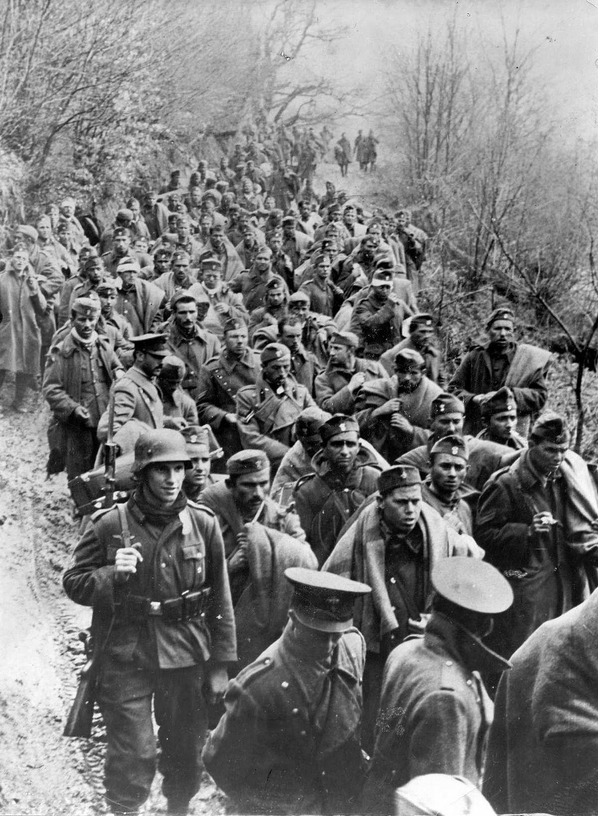 1941, Yougoslavie, Une colonne de POWs yougoslaves en ordre de marche | Flickr - Photo Sharing!