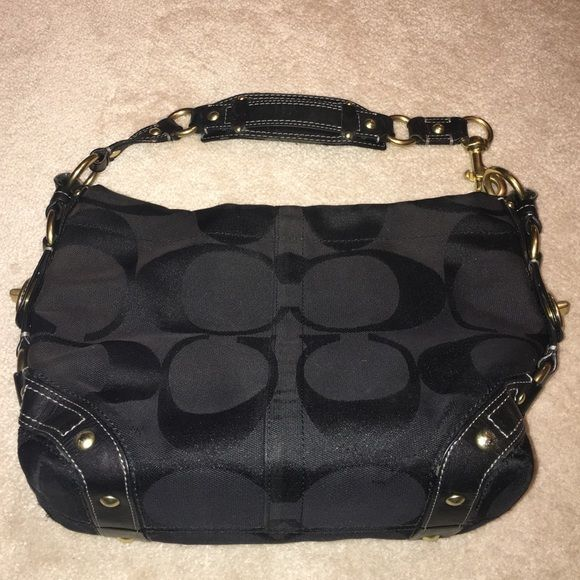 9621076231 greece coach authentic carly hobo medium black medium authentic no. k0771  10619 used shows some
