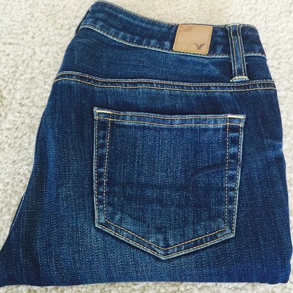 """American Eagle ankle cropped jeans   American Eagle stretch ankle cropped jeans worn few times. In excellent condition. Size 00. No flaws. Inseam 26"""" Low rise 8.5"""" American Eagle Outfitters Jeans Ankle & Cropped"""