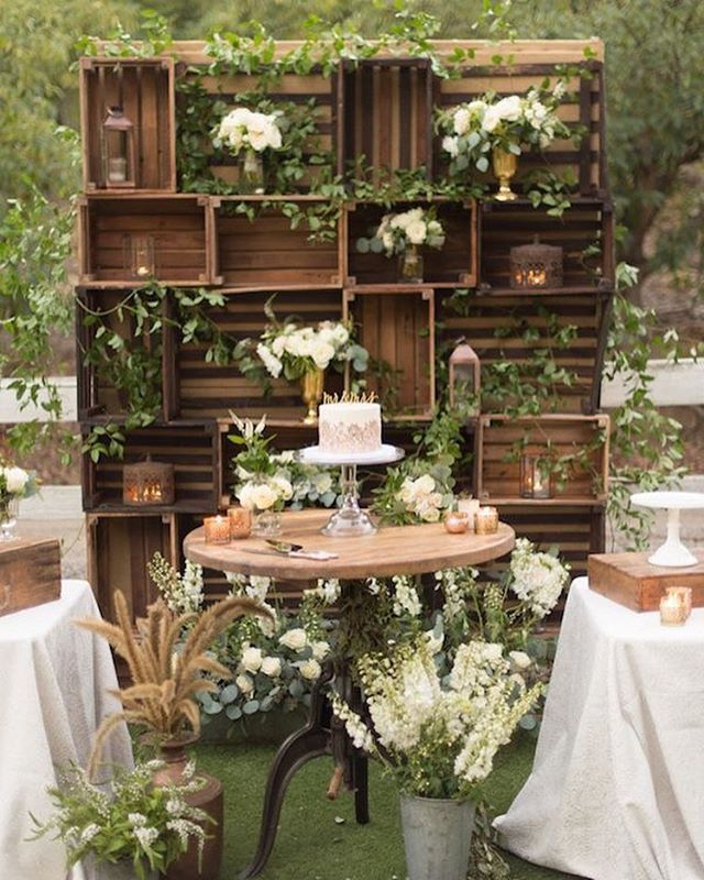Altar Bar Wedding: Rustic Photo And Sweet Corner Background. Simple Ideas