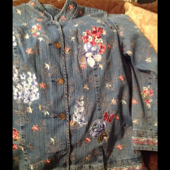 """Blue jean coat. All embroider 1x""""@treeshops. Embroider Jean coat,,, size 1x,   Blue background,, 2pockets,,, 5 metal buttons,, length 28 x 25 wide..  Very good condition    ,,@treeshops  check her closets. Out. .. Jackets & Coats"""