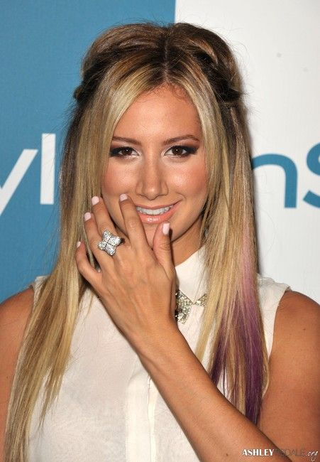 a3a2c80444d Ashley Tisdale in her David Yurman Pave Quarterfoil Ring