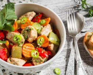 Sauté léger de petits légumes au poulet, gingembre et sauce soja