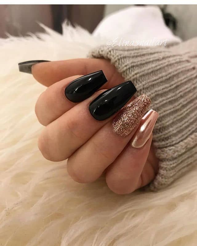 50 JawDropping Designs for Black and Gold Nails That Will Make You Gaspblack