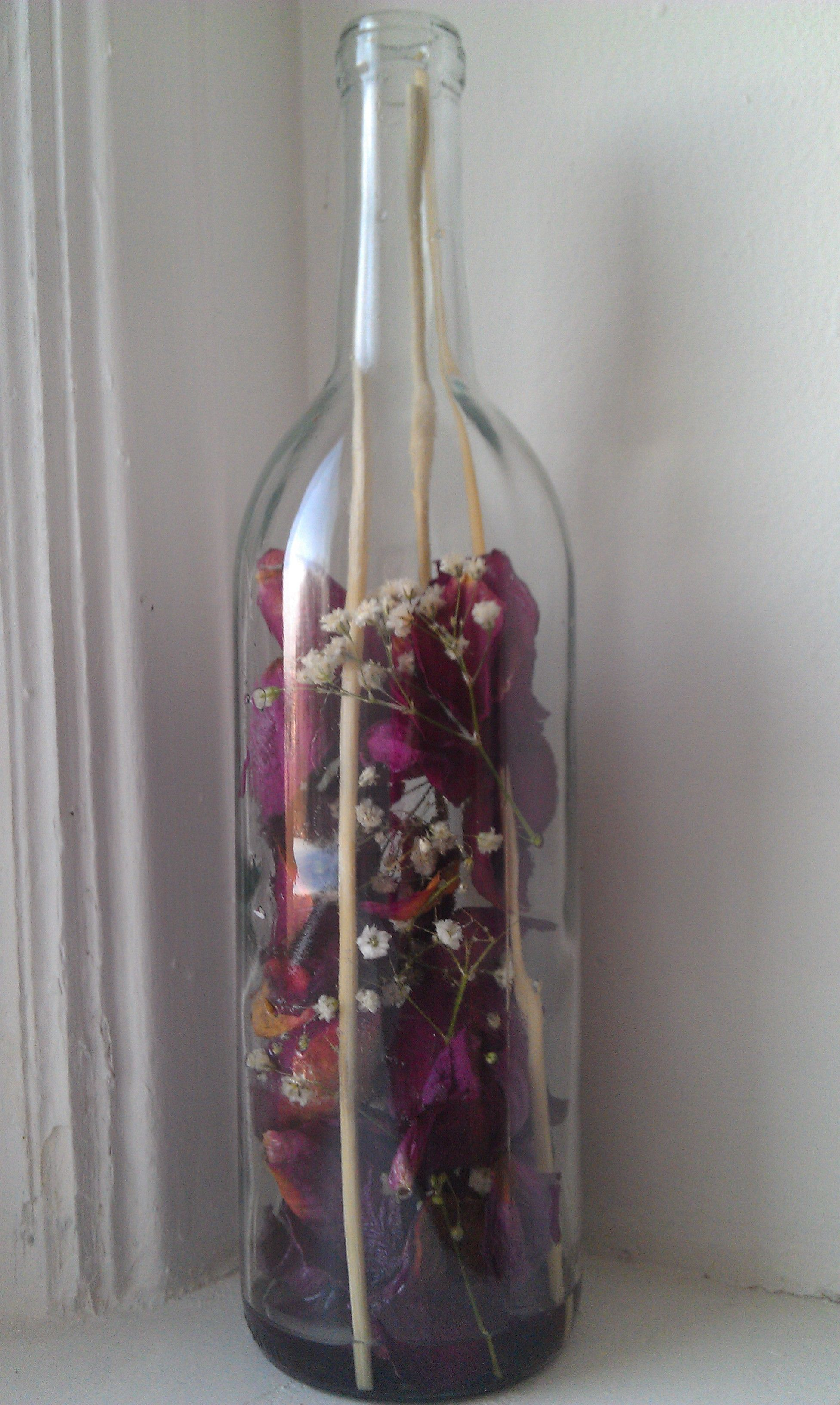 Recycle your empty wine bottles and old flowers i added for Empty wine bottles
