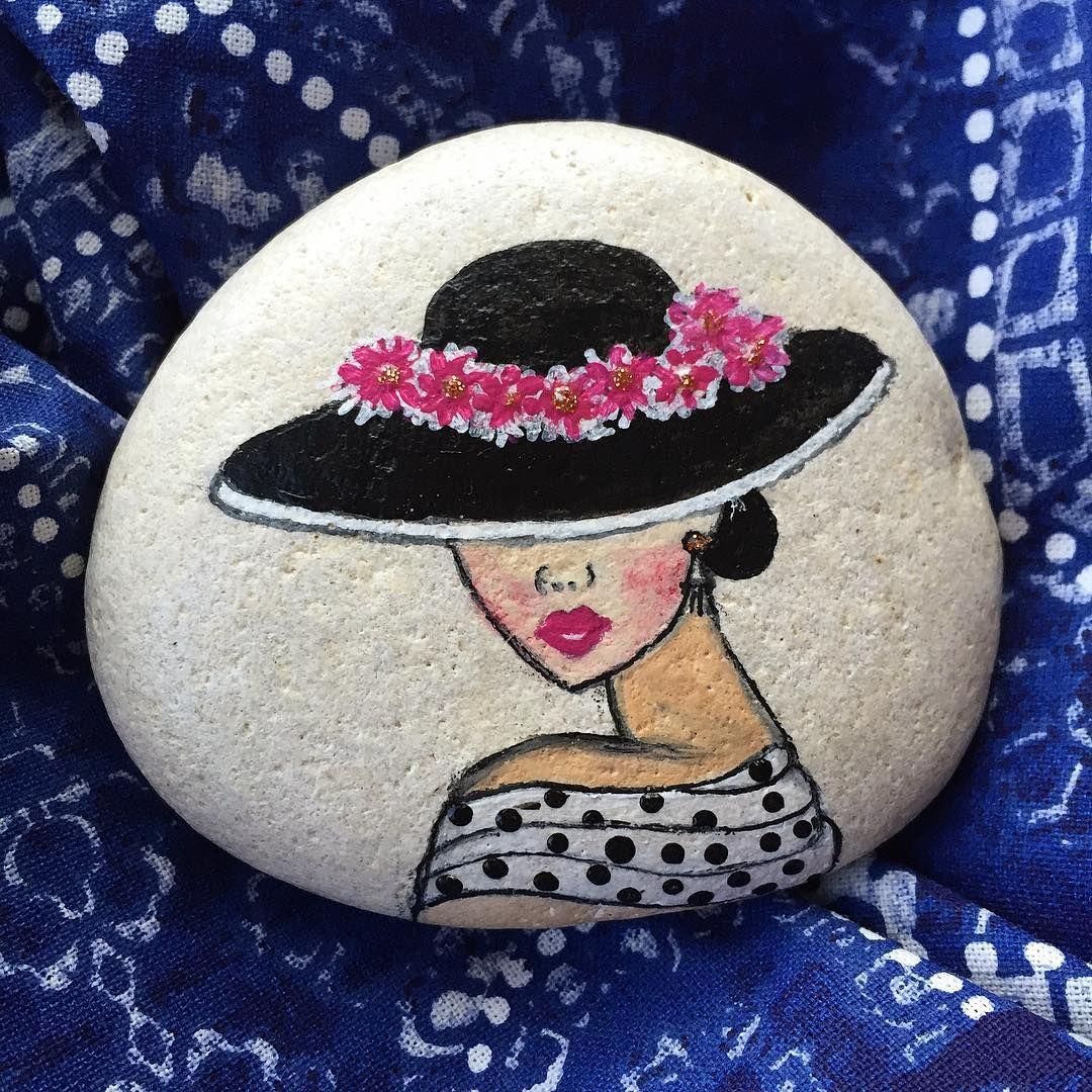 Çok sevdim bu şapkalı bayanları boyamayı . Bu seferki oldukça elegant bir bayana benzedi sanki Günaydınlar herkese ☀️