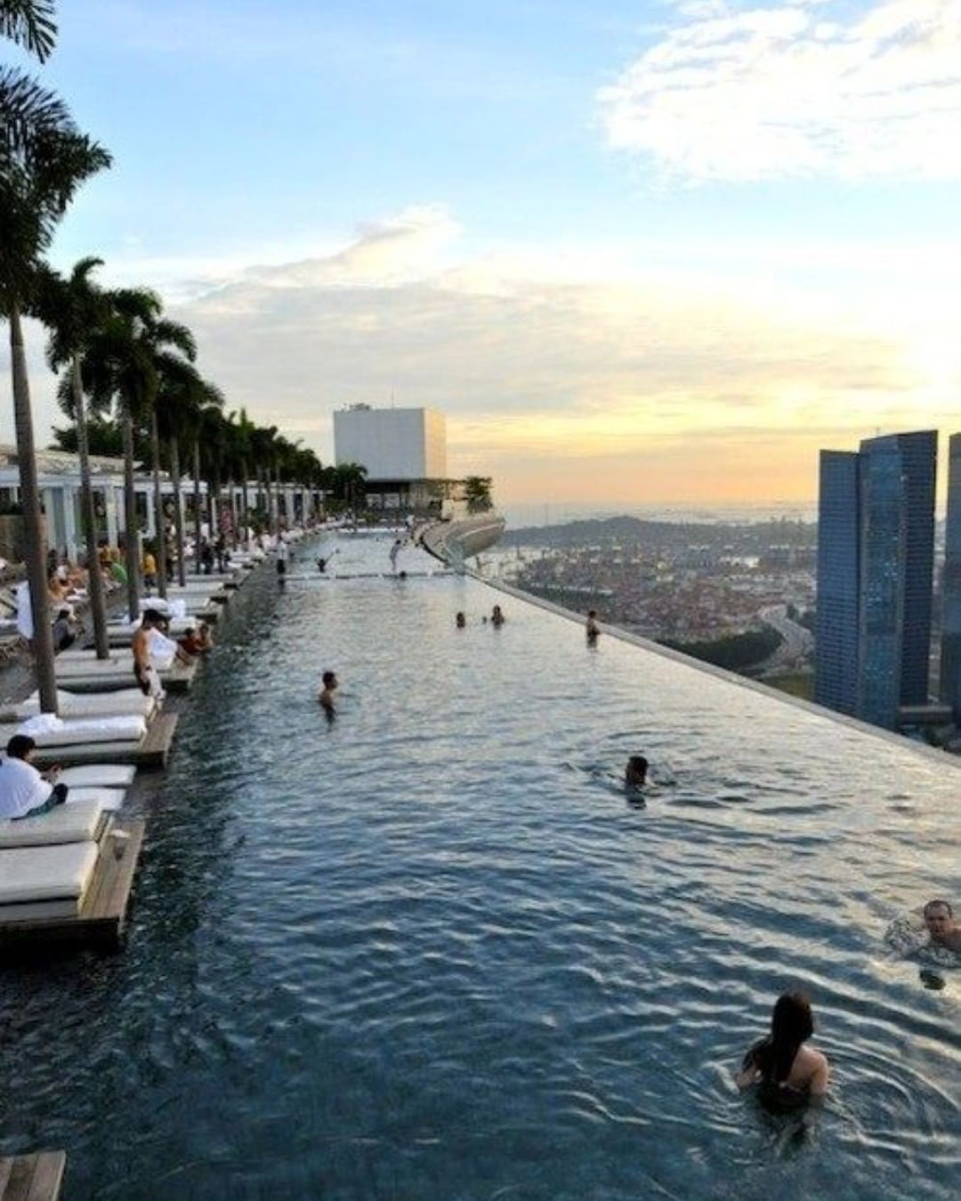 Infinity pool 💦 . 📍 Singapour . 📷@roadtrippers . #malaysia #indonesia  #love #travel #luxury #resort #vacation #instagood #travelgram #holiday #design #lifestyle #beach #beautiful #thebest #photooftheday #instatravel  #summer #trip  #amazingview #beautifulview #view #goals #islands #island #niceview #paradise #paradiseisland #beautifulday #perfectplace