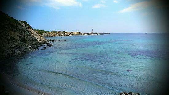 #cala prisili y #faro de #favatrix a través de un #telescopio #menorca #playas #turismo #viajarenfamilia #otoño #beaches #minorca #autosvalls