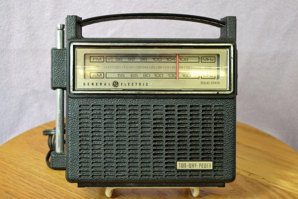 Vintage General Electric Ge 7 2810f 2 Way Solid State Am Fm Portable Radio Works Portable Radio General Electric Vintage