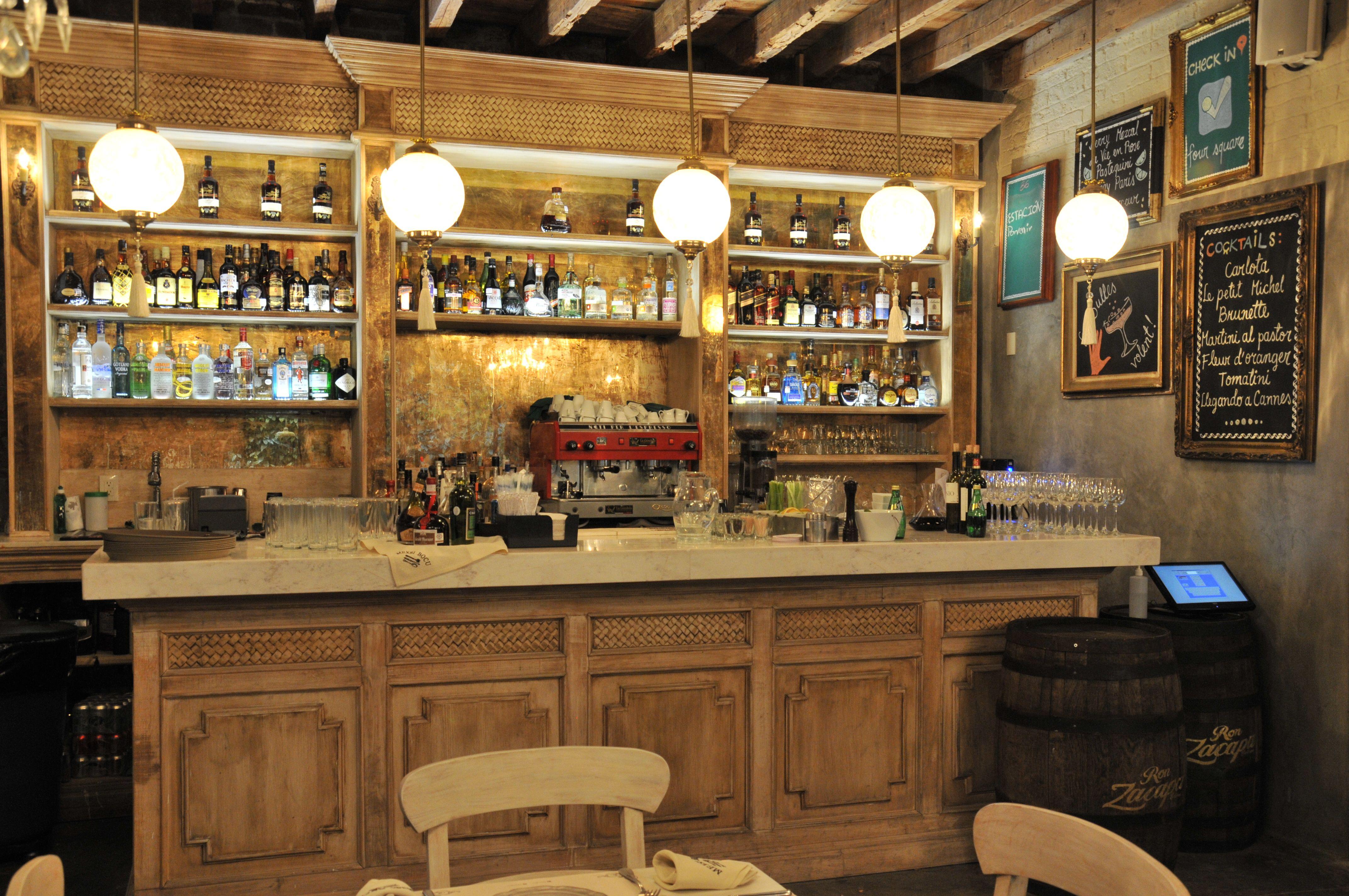 Barra de servicio de cocteler a para mexsi bocu cantina for Diseno de cantinas para el hogar