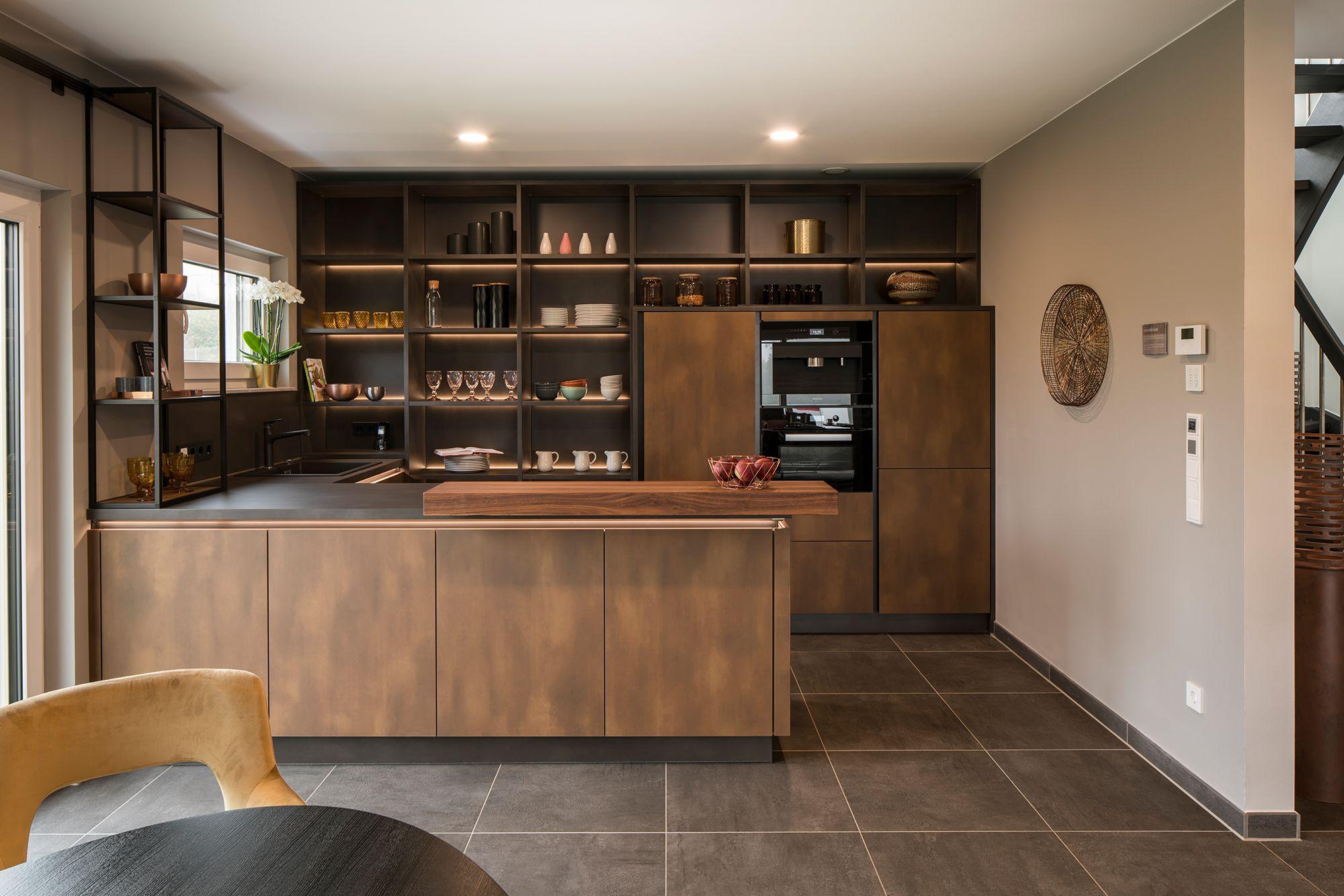 fertighaus wohnideen dunkle küche in 2020   haus, dunkle