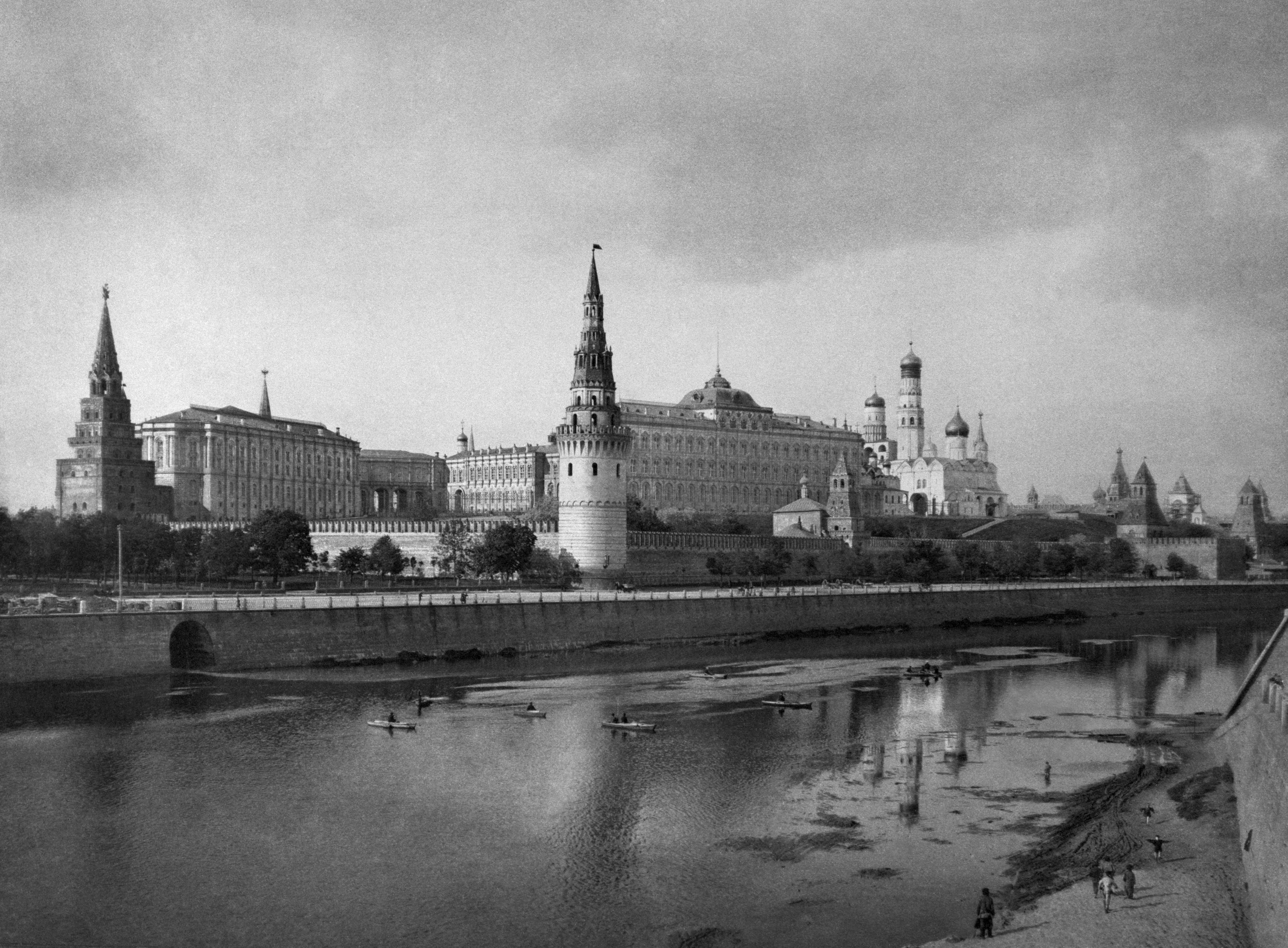 П.П. Павлов. Вид на Московский Кремль и Кремлевскую набережную. 1891–1900-е гг.