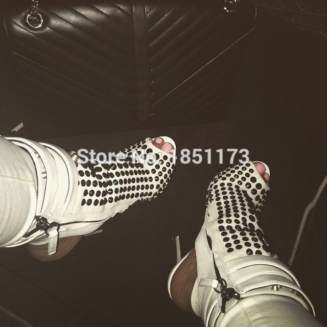 Barato 100% botas de tornozelo studded peep toe de salto agulha botas de punk sandálias de salto alto botas festa de encerramento, Compro Qualidade Botas diretamente de fornecedores da China:   Yellow silver black small hole cut-out gladiator sandals celebrity T-stage show ankle sandal booties discount priceUSD
