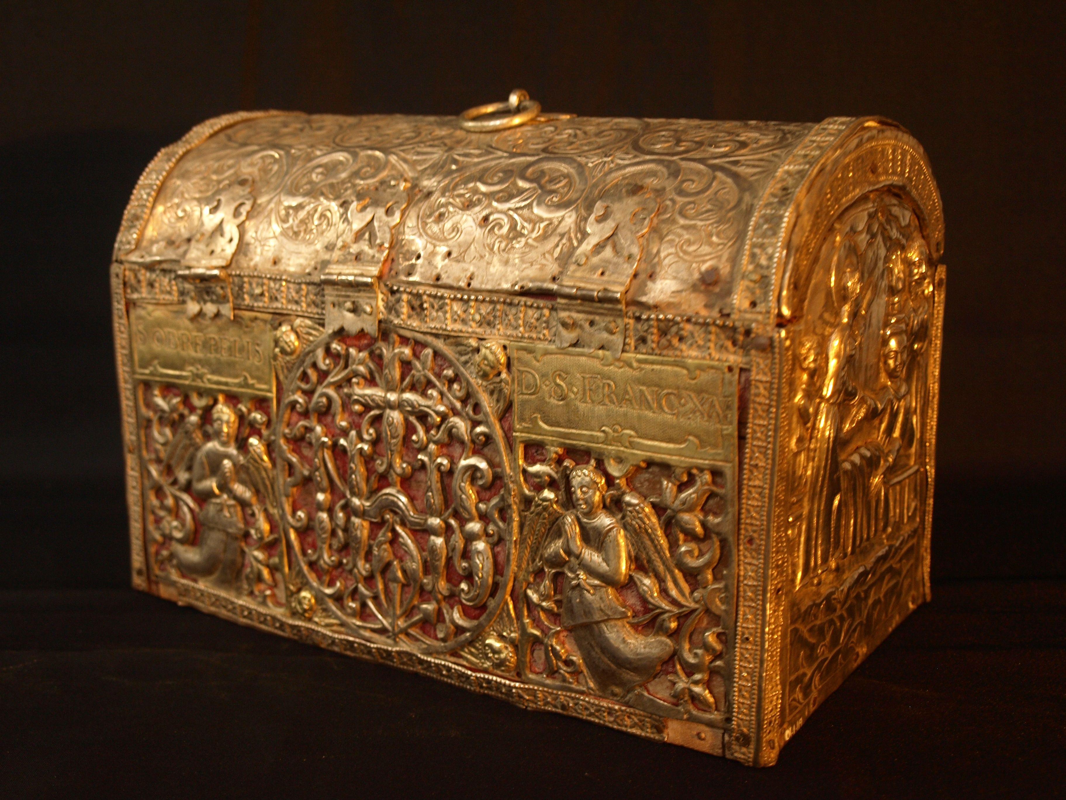 Museum_of_Christian_Art,_Old_Goa,_Goa,_India10_(Reliquary_chest).JPG 3,648×2,736 pixels