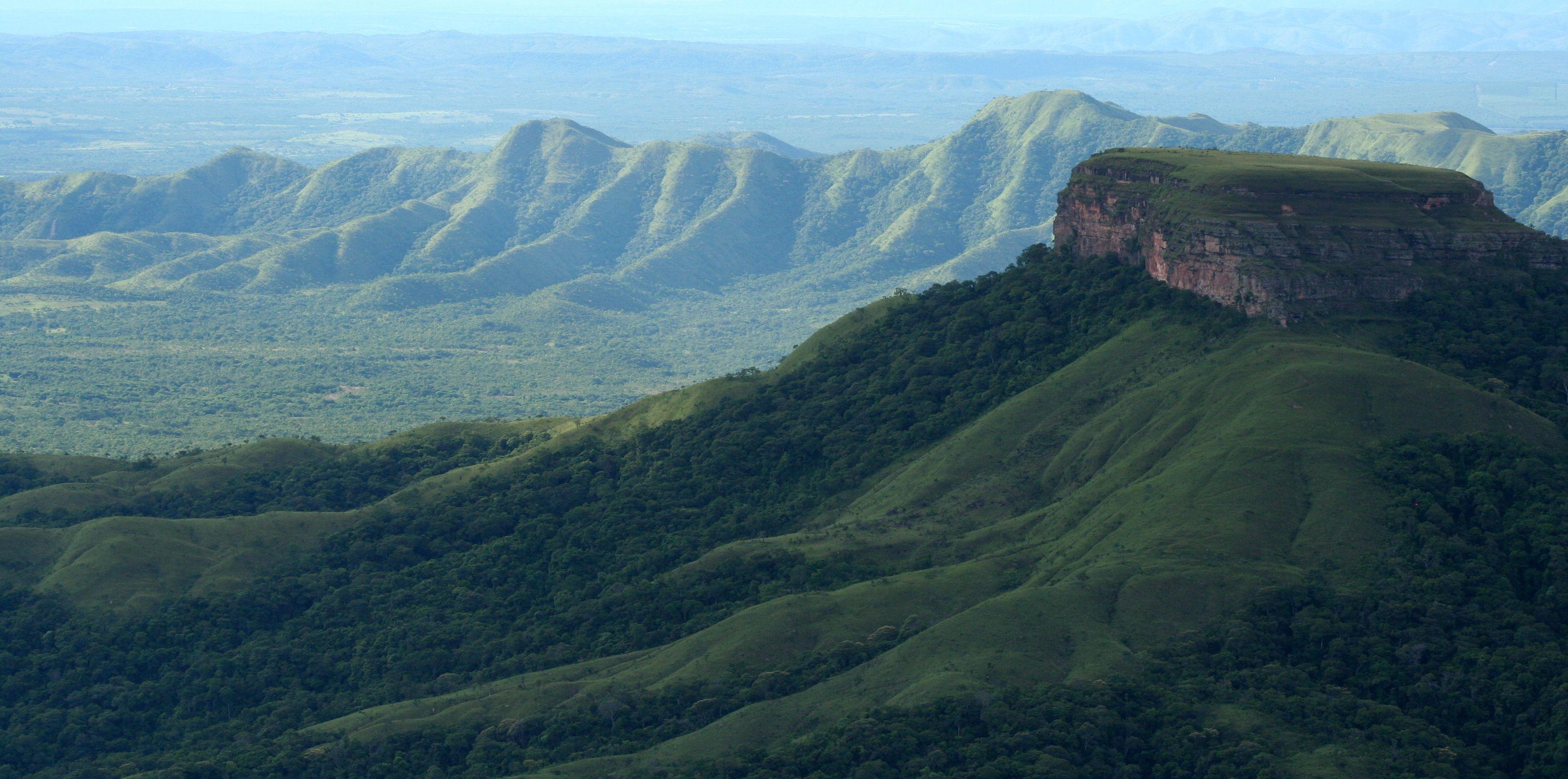 O Parque Nacional da Chapada dos Guimarães é uma unidade de conservação brasileira, situada no estado de Mato Grosso, nos municípios de Chapada dos Guimarães e Cuiabá.