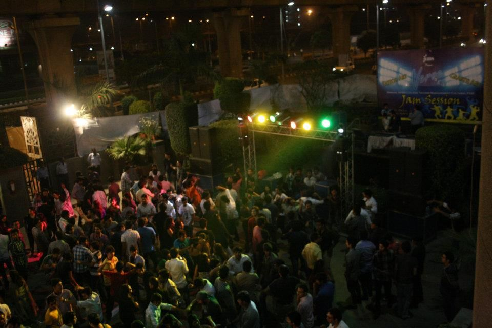 Unlimited Fun @ DJ JAM SESSION with foot tapping dance numbers and students shaking their legs to the glory