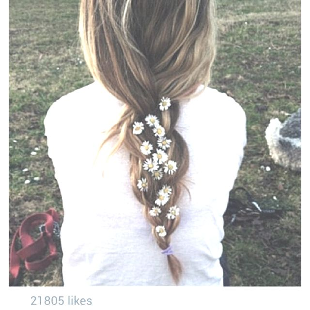Cute idea for flower girl hairstyle.