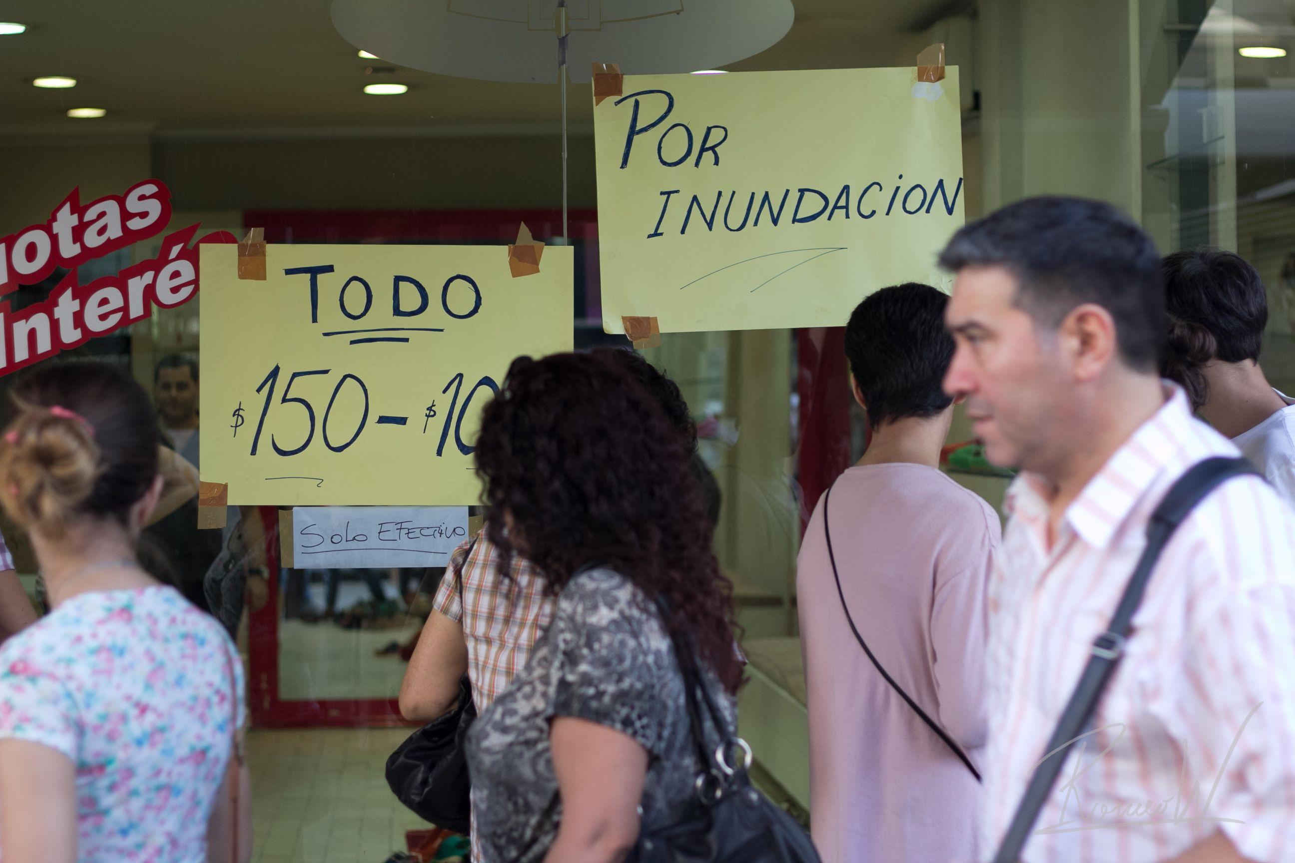 Público sobre Av. Cabildo