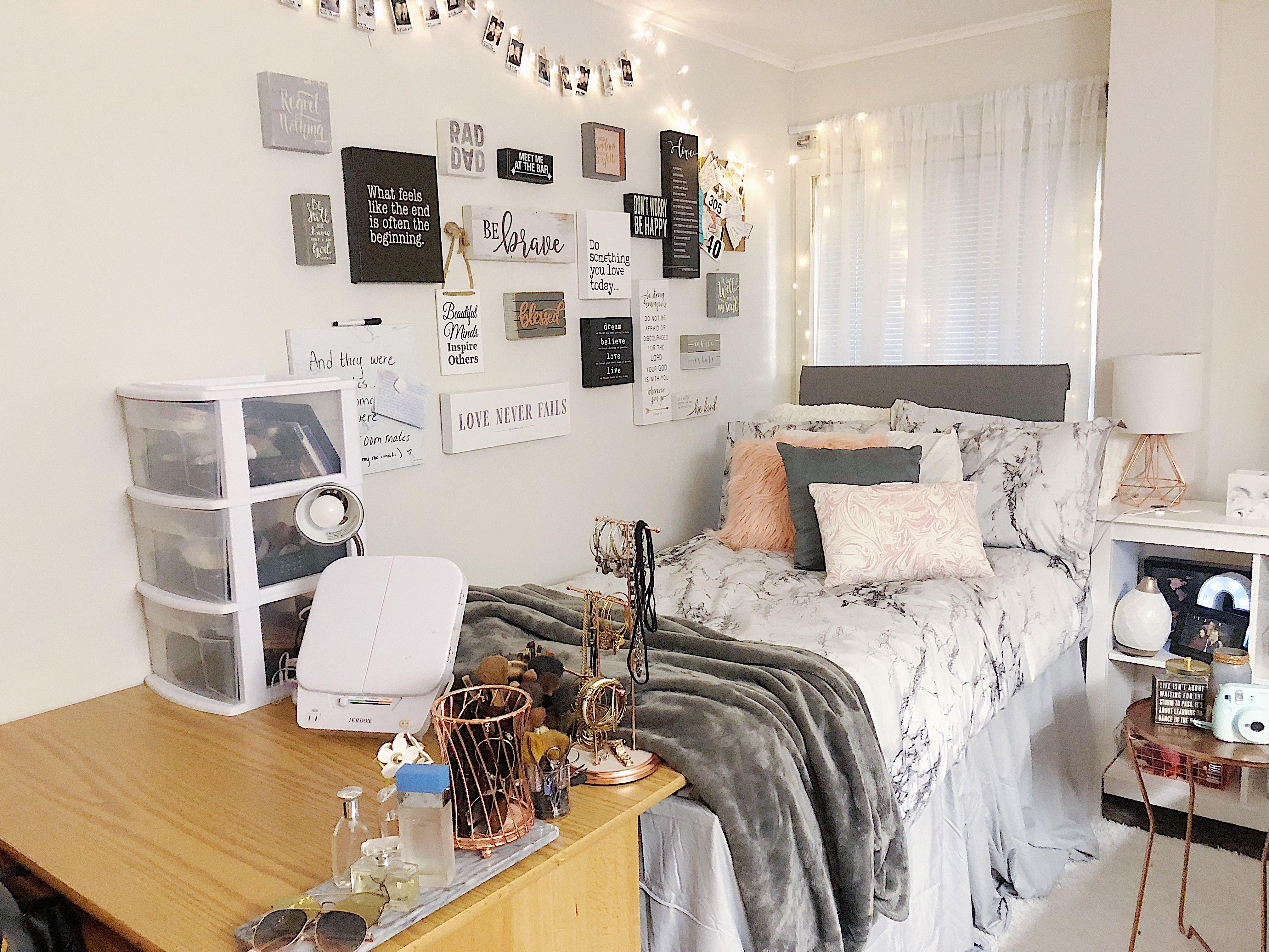 Pin By Neha Gudur On My Dorm Dorm Inspiration Dorm Room