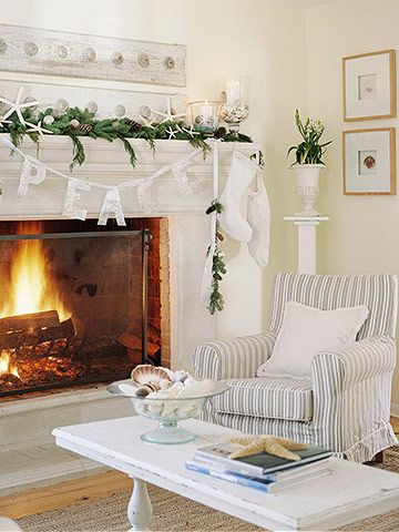 Hmm if my house looked like this....I would have a live-in housekeeper, no child, no husband, and no cat. Oh well, it's still pretty!