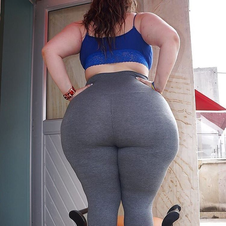 Bbw mature takes in the butt