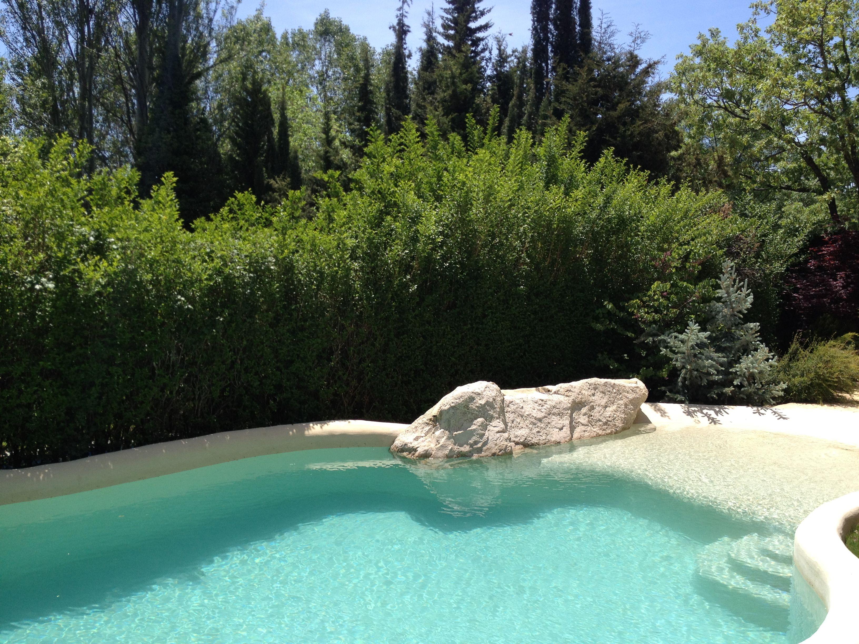 El acceso a esta piscina de arena es cómodo y seguro, gracias a sus ...