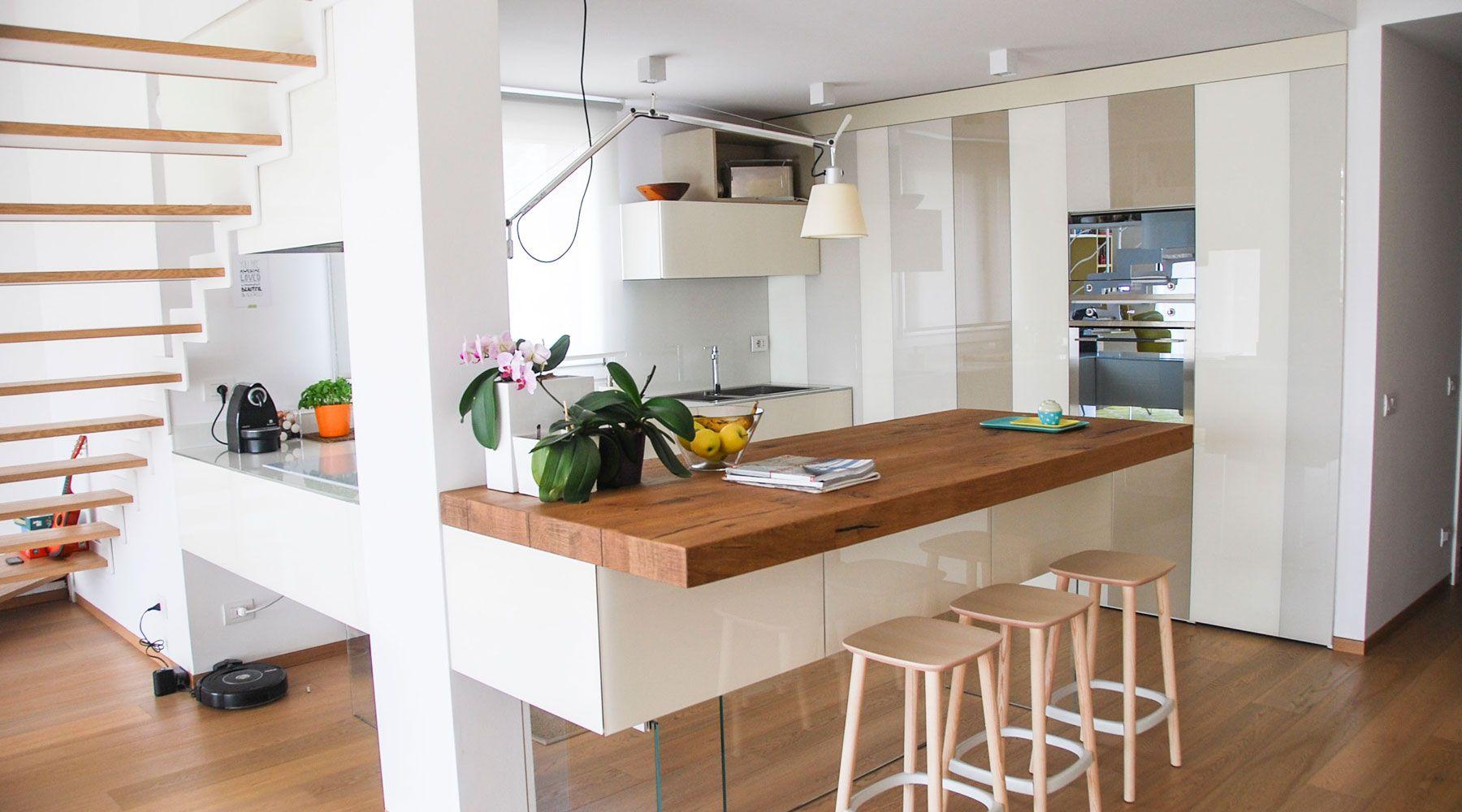 Cucina modulare sospesa con top, frontali o ante in legno rovere ...