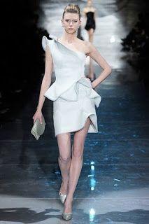 2080a0bb7 Vestidos de colección Giorgio Armani