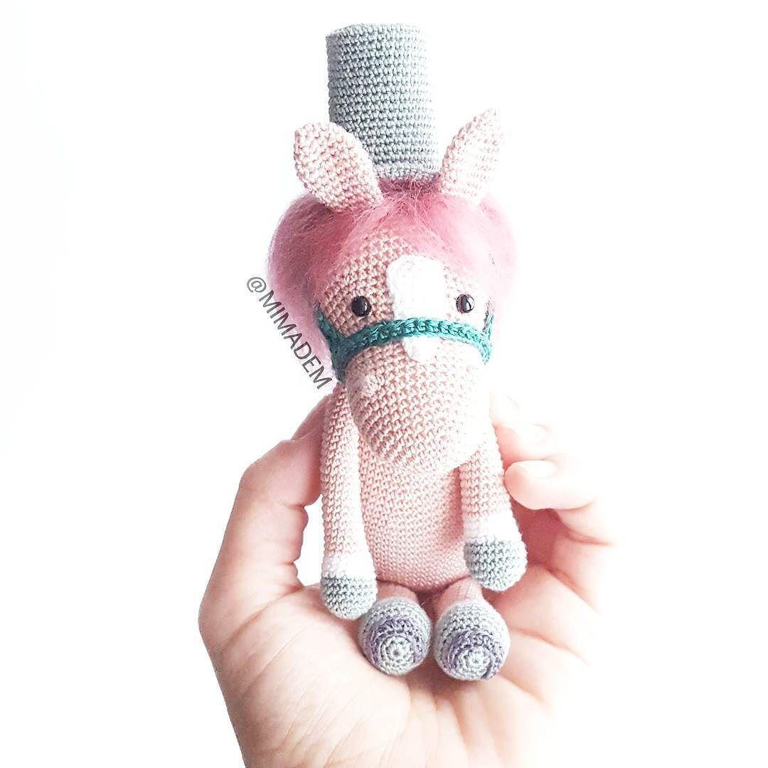 Mi caballo aunque rosa es todo un caballero! Aquí se aprecia mejor ...