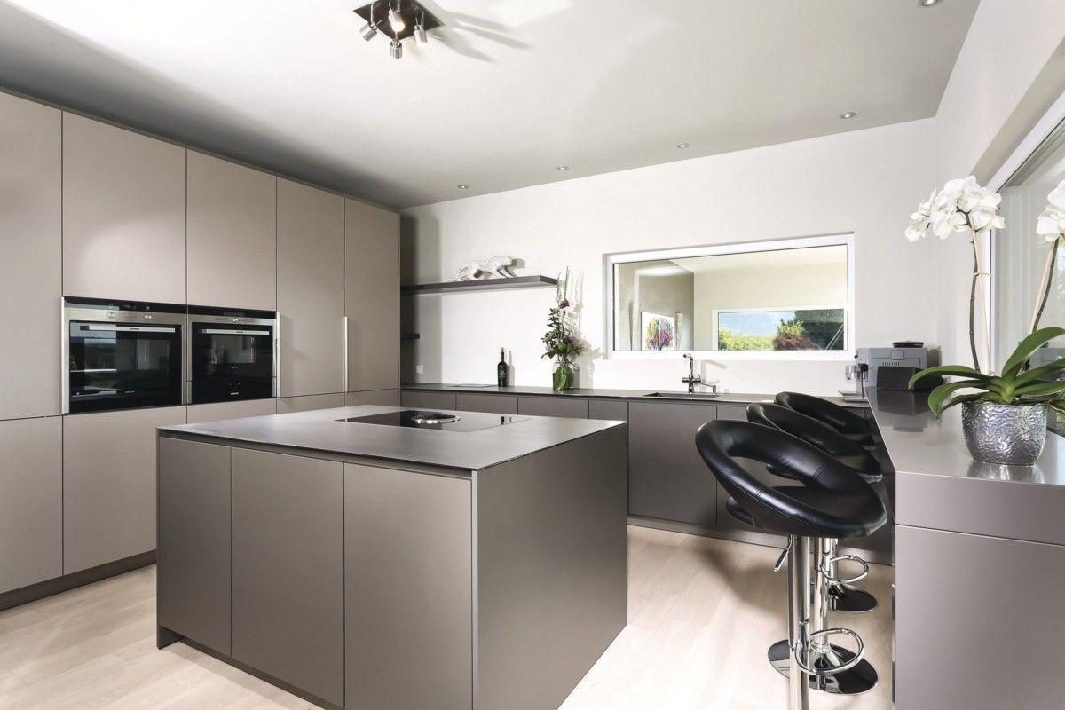 Küche modern mit Kücheninsel grau - Einrichtungsideen WeberHaus ...