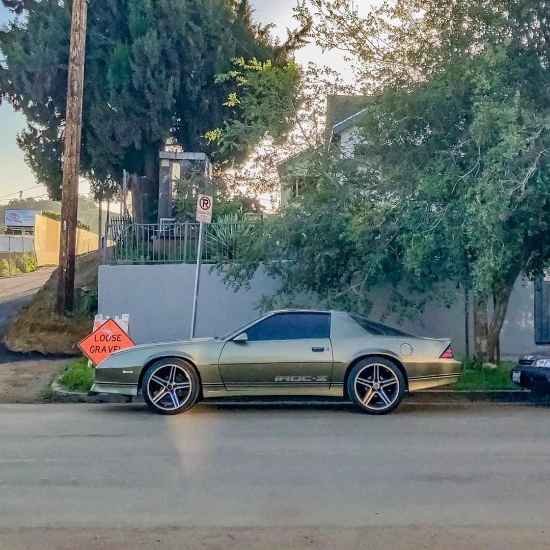 """Parked in Los Angeles🌆🌴 on Instagram: """"Chevy Camaro IROC-Z. .. . . . . . . . #carspotter #carspotting #parkedcar #everydayclassic #carspotters #retrorides #carportrait #oldcar…"""""""