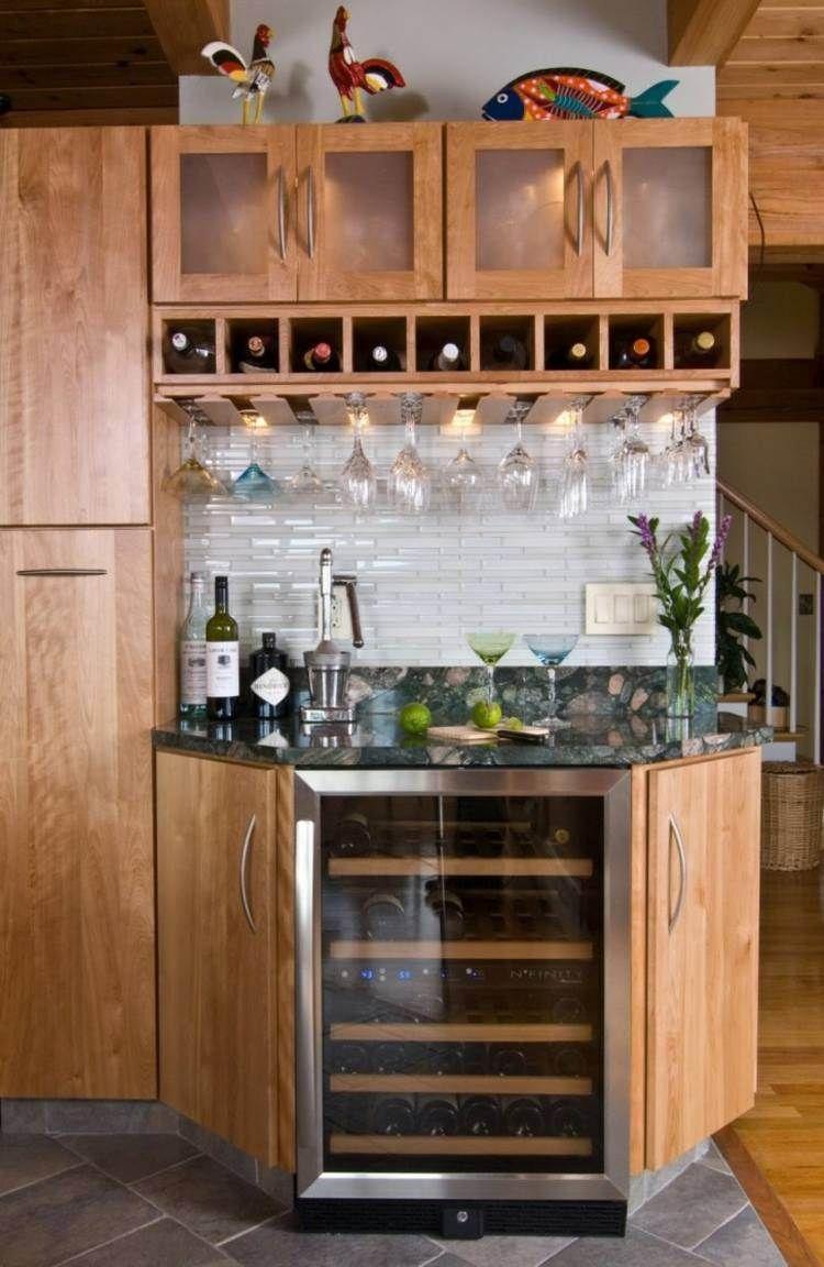 Casier à bouteilles, cave à vin et refroidisseur dans la cuisine ...