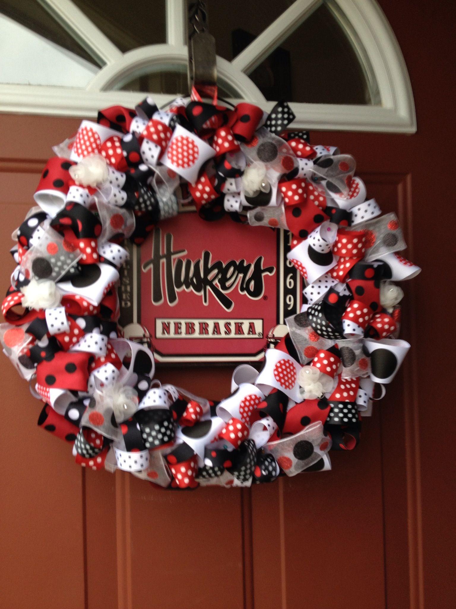 Pin By Sara Mom Endeavors On Nebraska Cornhusker Fan Gobigred Diy Fall Wreath Husker Football Tractor Crafts