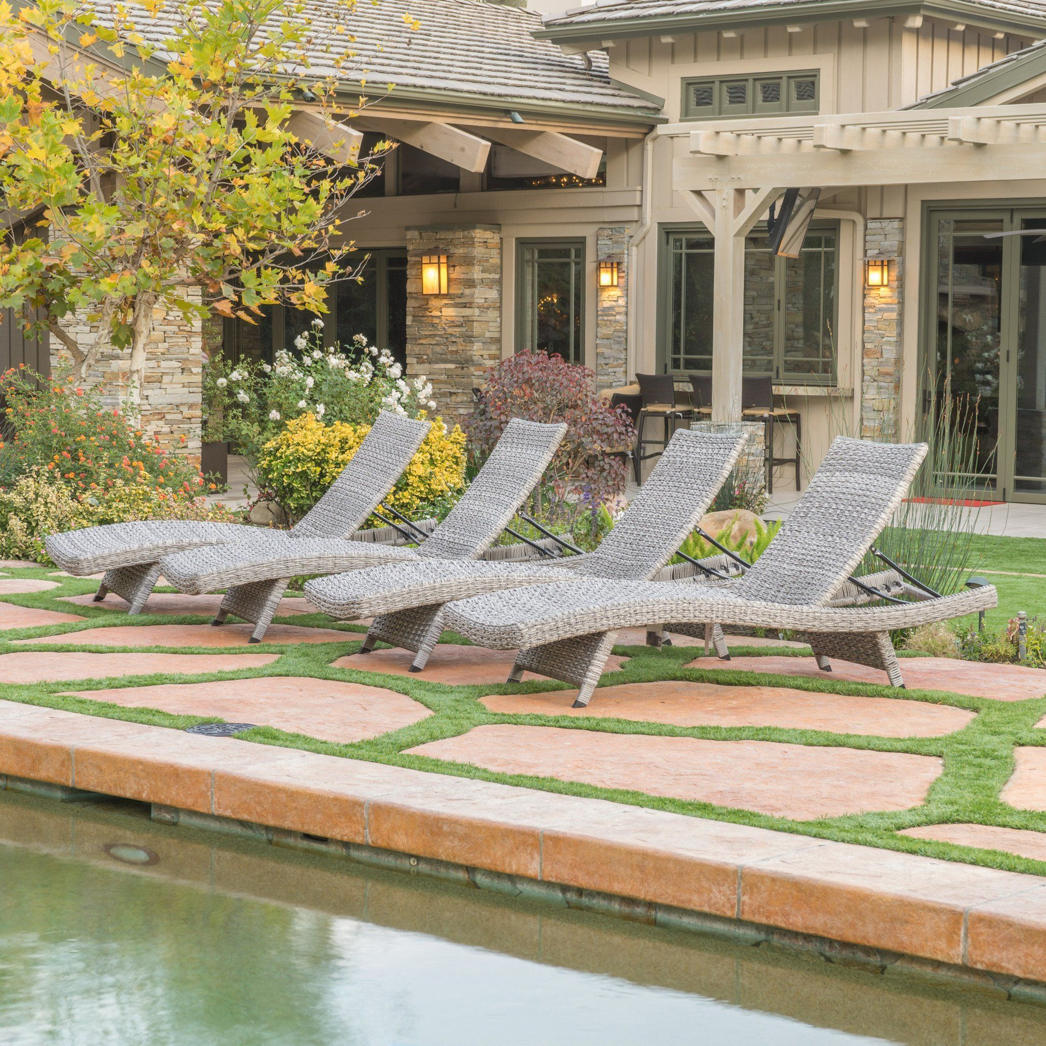 Isle Of Palms Outdoor Grey Wicker Chaise Lounge Set 4