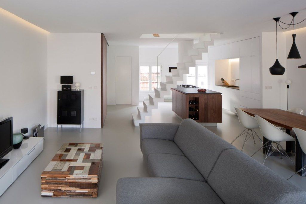 wie versteckt man eine treppe mitten im raum treppauf treppab wohnzimmer haus y einrichtung. Black Bedroom Furniture Sets. Home Design Ideas