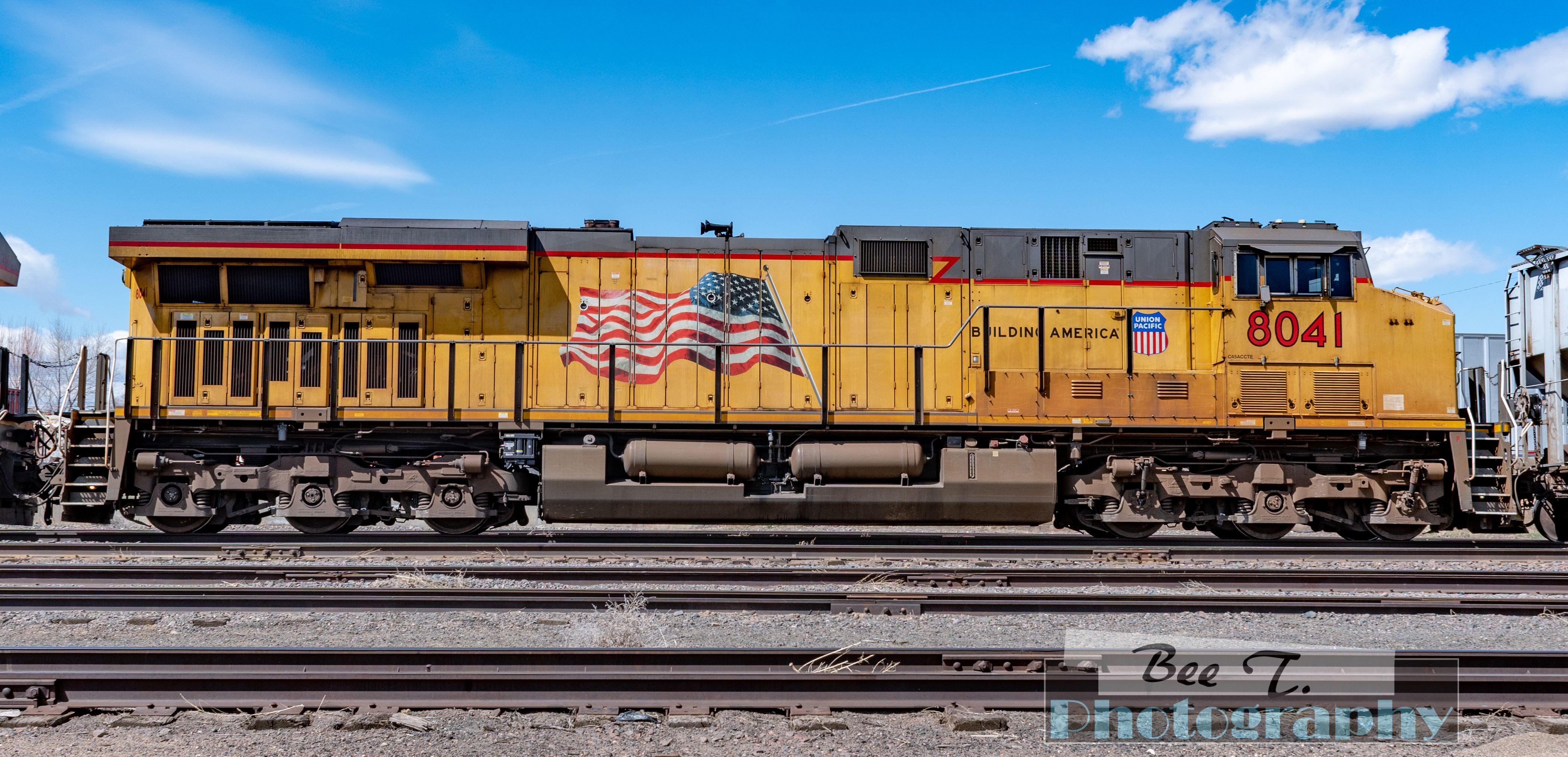 Up 8041 Train Engine Pulls Long Line Of Cars Train Train Engines Train Photography