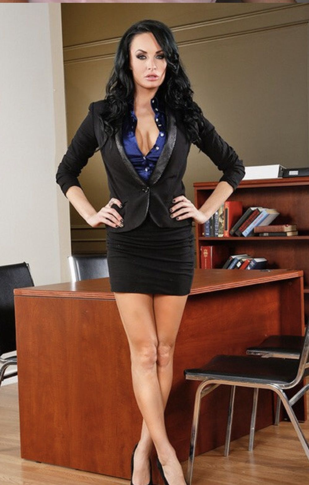 mature-nude-office-women