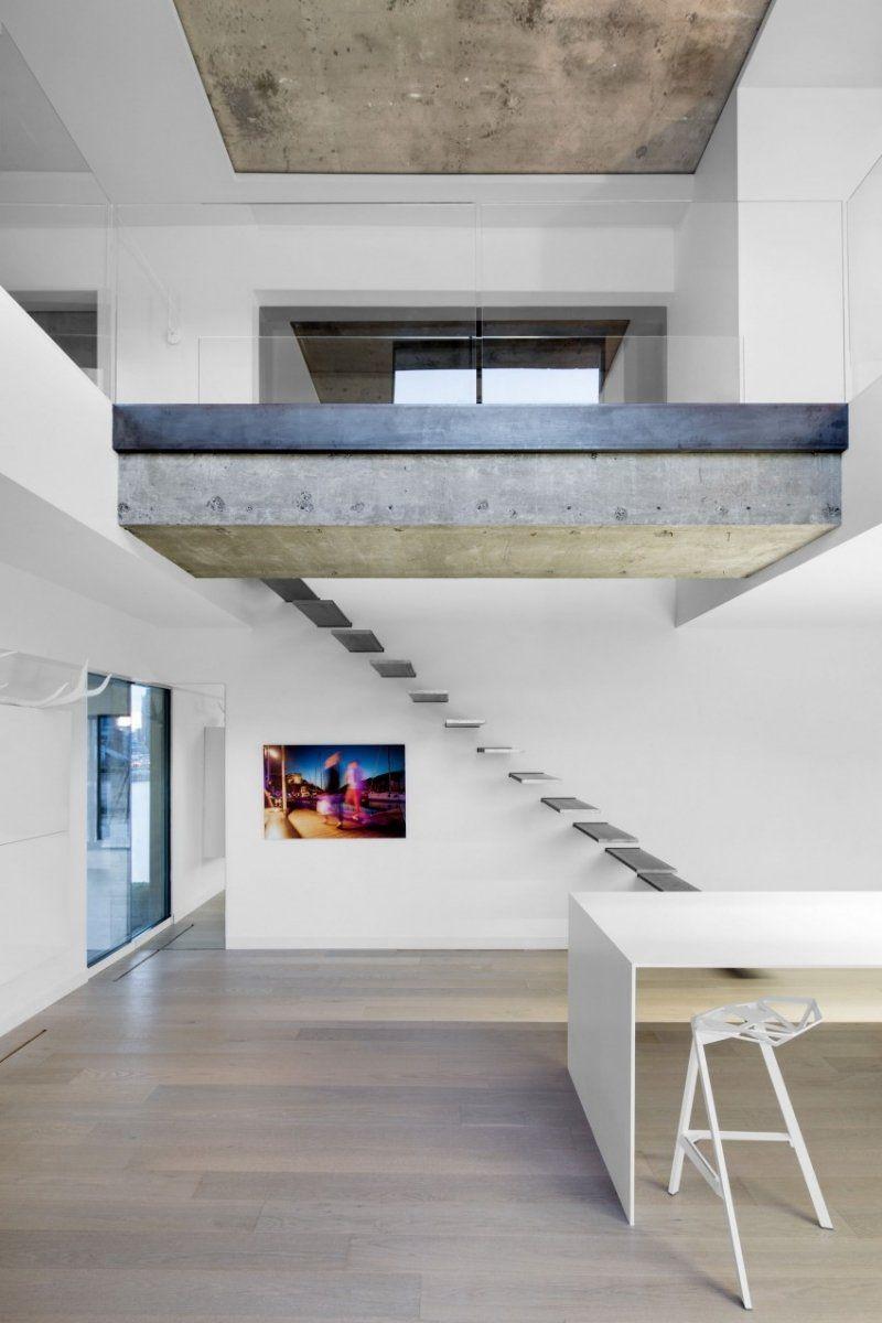 minimalistische kaum sichtbare Glasgeländer an der zweiten Wohnebene ...