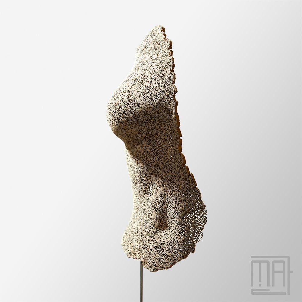 elsa sculpture en dentelle de carton cardboard sculpture sculptures en dentelle de carton. Black Bedroom Furniture Sets. Home Design Ideas
