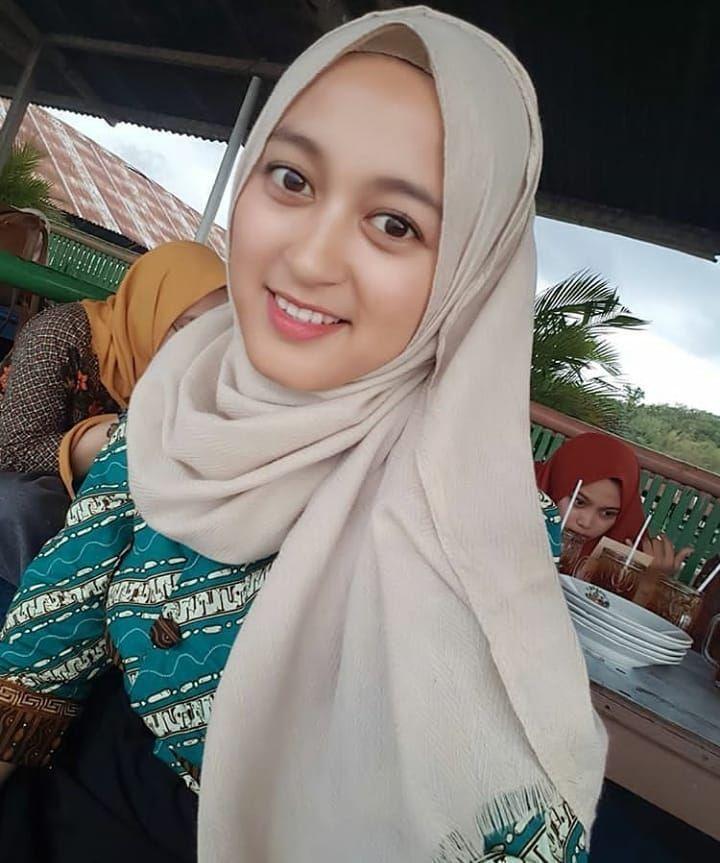 25 Foto Cewek Hijab Cantik Jakarta Timur Cari Jodoh Terbaru Yang Menyejukan Pandangan Pria Hijab Chic Model Pakaian Muslim Model Pakaian