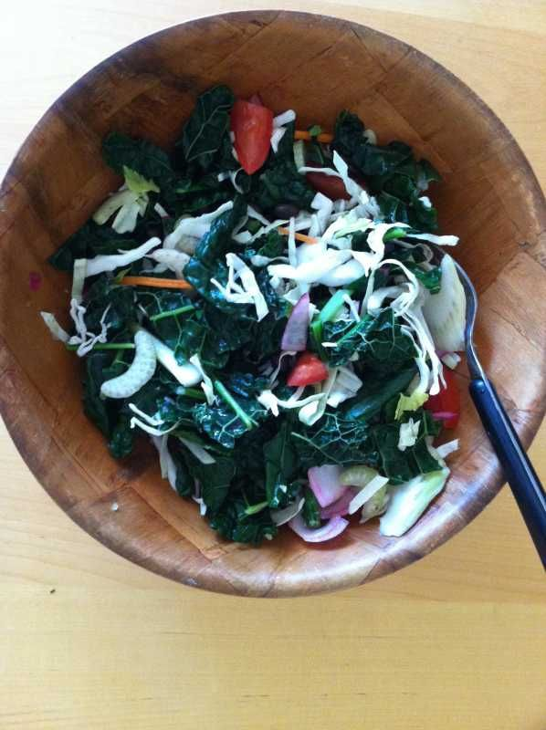 Just a simple meal of steamed cruciferous including Trader Joe's Cruciferous Crunch and kale. To that I added some marinated onions, chopped tomatoes and a sprinkling of chopped cashews. - See more at: http://www.bodaciousliving.com/forum/recipes/337-steamed-cruciferous.html#sthash.ifKJBpL8.dpuf  #seniorhealth #seniorfitness #seniornutrition #health #nutrition #vegan #vegetarian #weightmanagement #Revvell #diseasefree