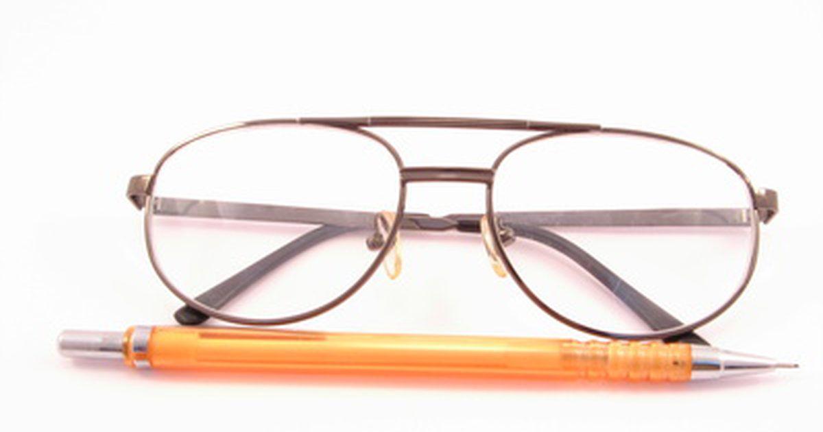 507473262f49c Como escurecer as lentes dos seus óculos. Óculos escurecidos são acessórios  comuns por sua funcionalidade