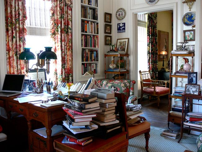 Swell Chintz Can Tolerate Books And Mess Says Decorator Ann Pyne This Largest Home Design Picture Inspirations Pitcheantrous