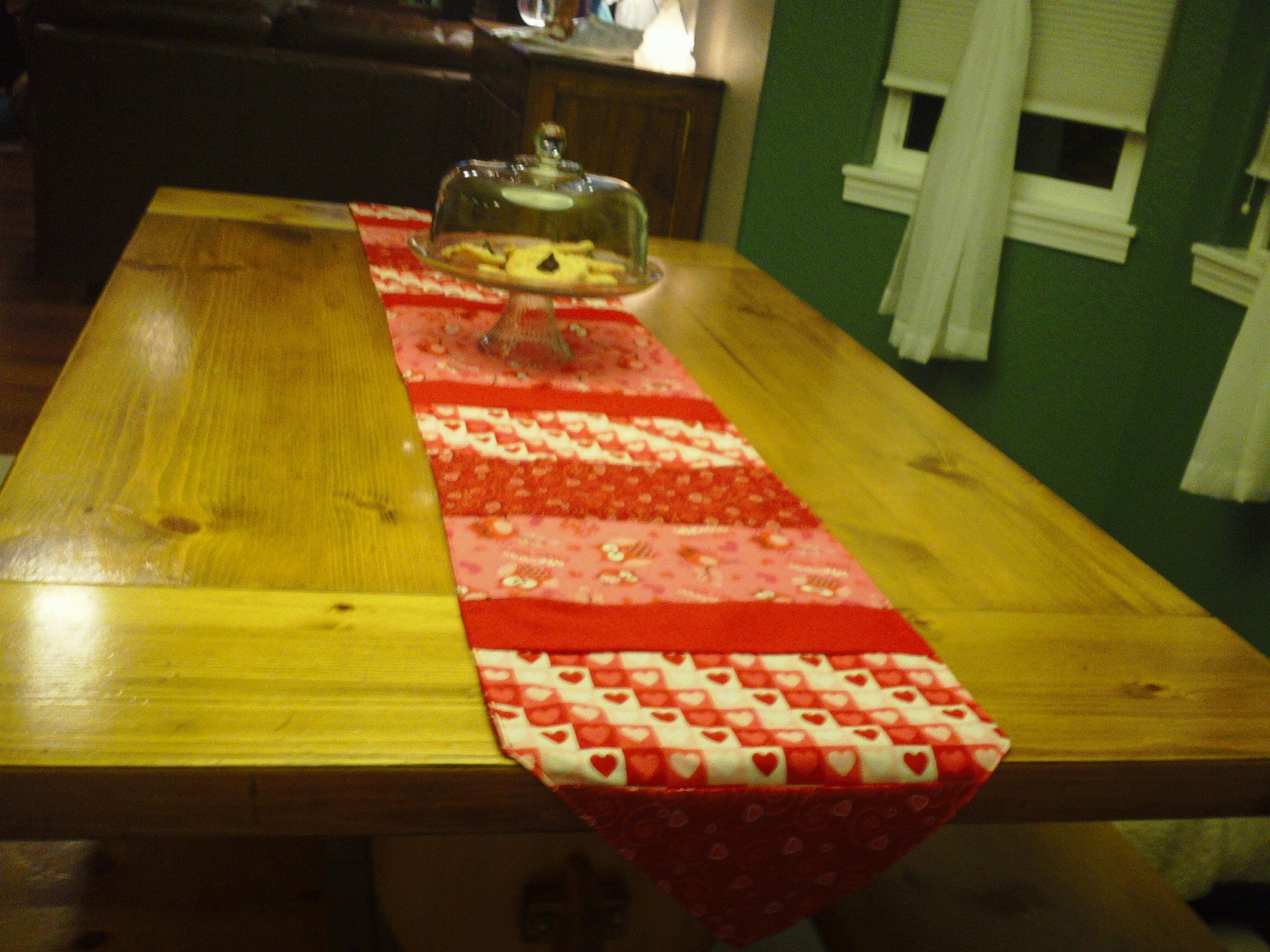 How To Make A Simple Table Runner Table Runner Pattern Table Runners Simple Table
