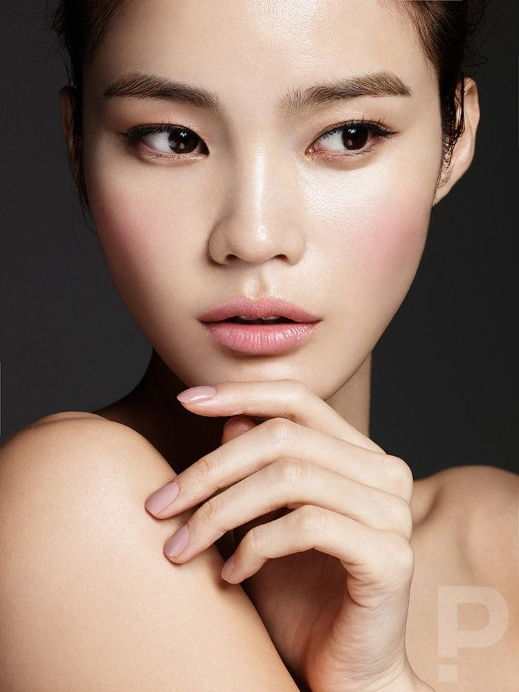 Han Eu Ddeum by Kim Moo Il for Singles Korea Wedding S/S 2016 Makeup