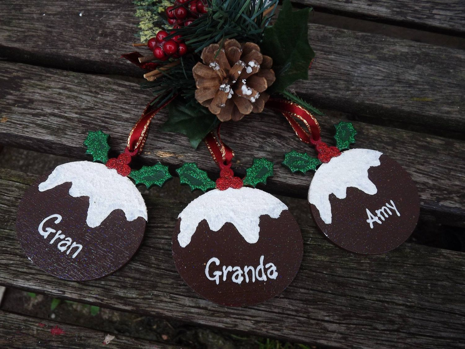 """Grey Christmas Pudding Holly /""""Merry Christmas/"""" Hanging Wall Decoration Sign"""
