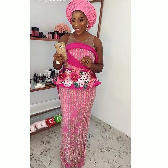 There are several ways to make yourself look elegant with an Ankara fabric, Even if you are reasoning on what to create and slay with an latest asoebi styles. Nigerian Yoruba dress styles for weekends come in a good many patterns and designs.   The African print styles beauty of this print is that it comes in many designs and textures. Ankara will allow you make a reach agreement of any fabric without losing the African dress styles flair. #nigeriandressstyles There are several ways to make your #nigeriandressstyles